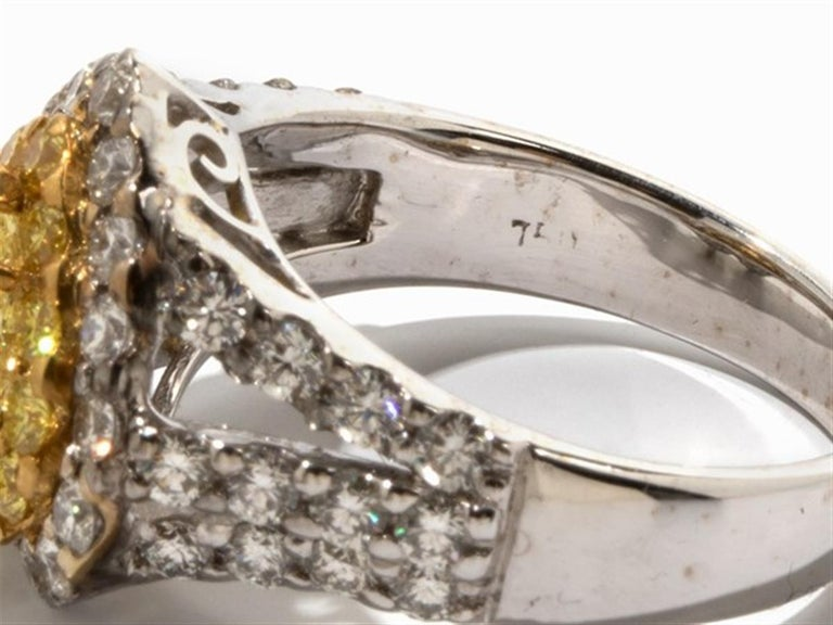 Yellow and White Diamonds Heart Ring, 750 White Gold In Excellent Condition For Sale In Bad Kissingen, DE