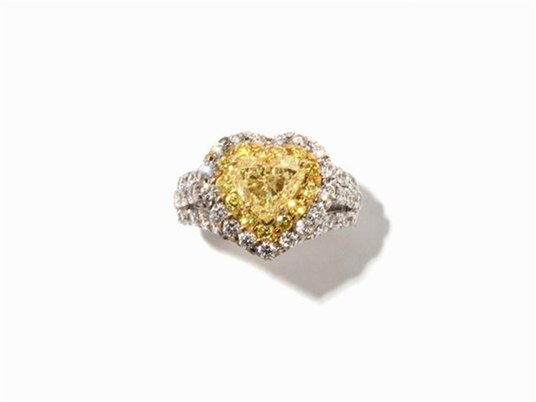 Women's Yellow and White Diamonds Heart Ring, 750 White Gold For Sale