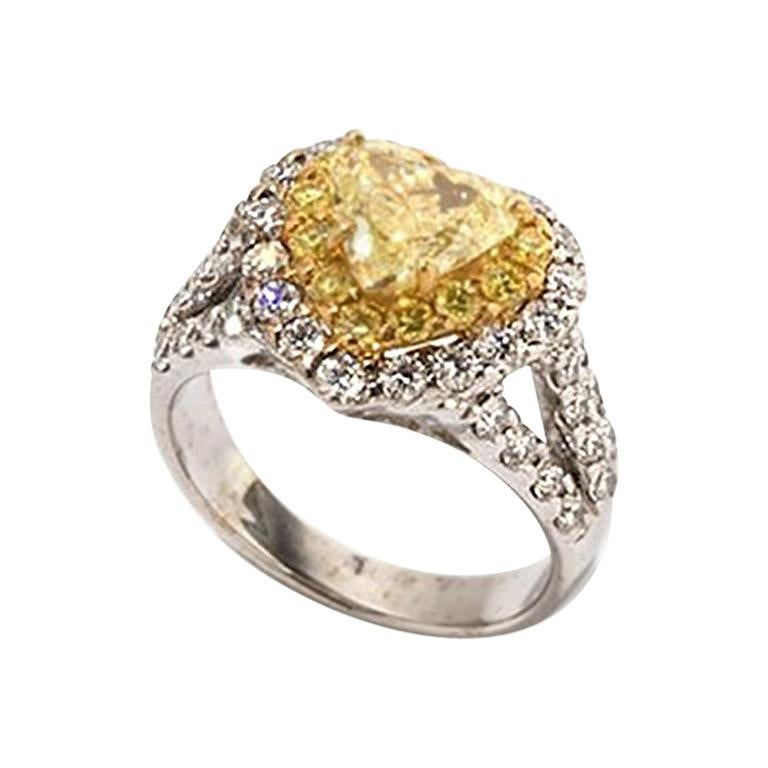 Yellow and White Diamonds Heart Ring, 750 White Gold For Sale