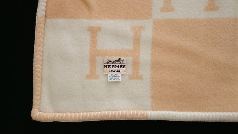 Light-Yellow Avalon Hermès Blanket 140 x 110 cm (55.1 x 43.3 Inches) 85% Wool 15% Cashmere  Made in Scotland