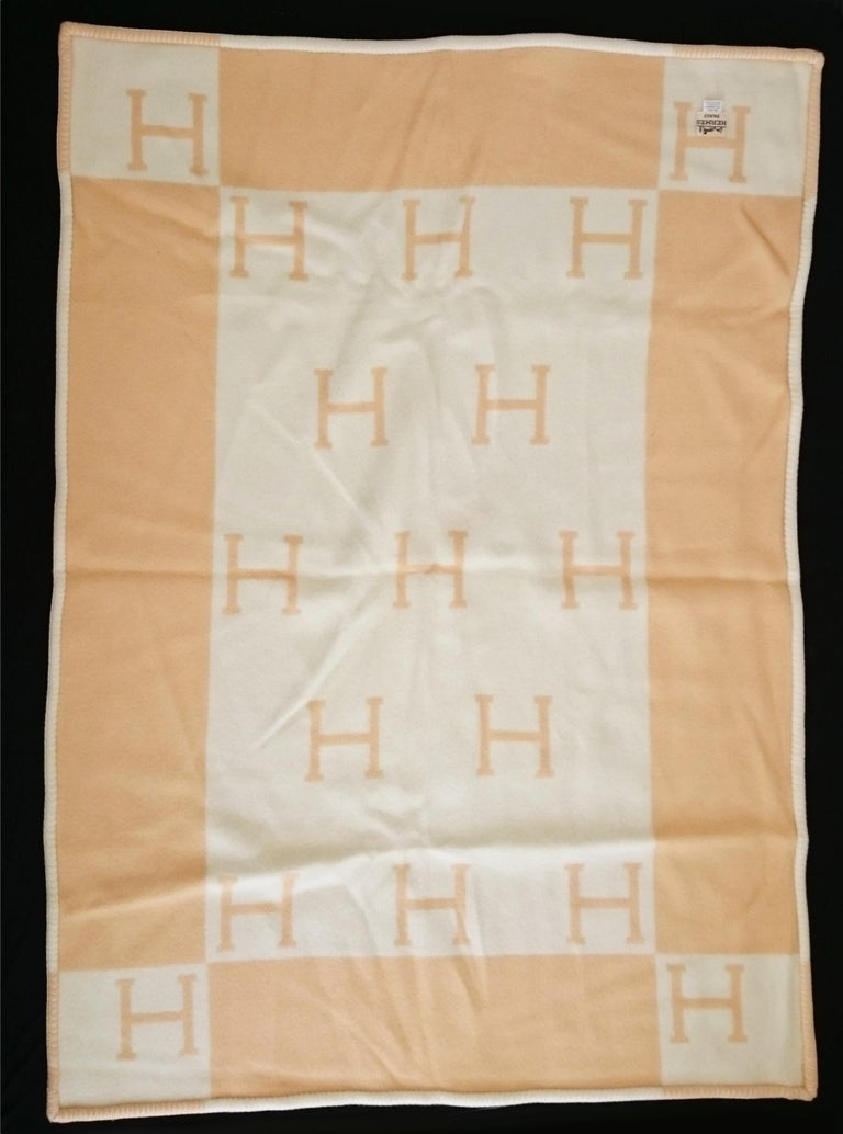 Yellow Avalon Wool & Cashmere Hermès Blanket - 105 x 136 cm (41.3 x 53.5 Inches) In New Condition For Sale In Somo (Santander), ES