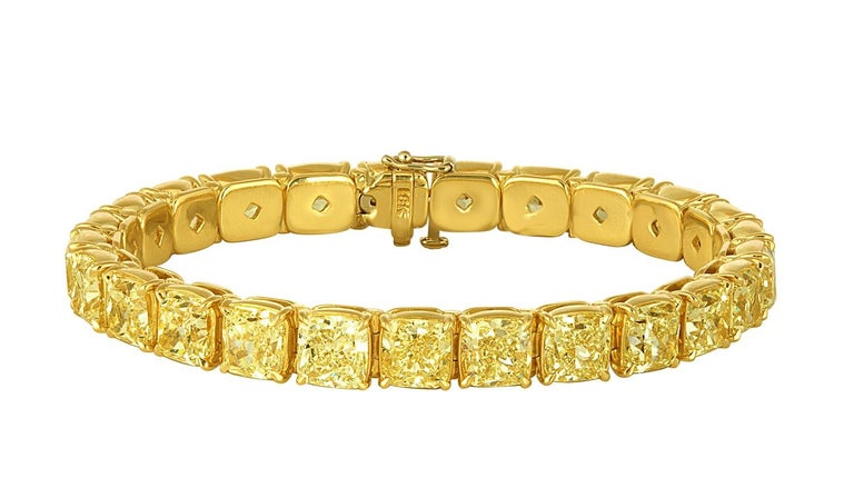 Yellow Diamonds Cushion Cut Set in Gold Bracelet In New Condition For Sale In New York, NY