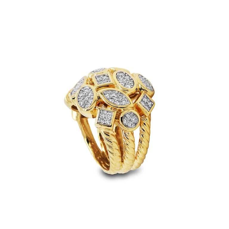 Yellow Gold and Diamond Cluster Ring In Excellent Condition For Sale In Boca Raton, FL