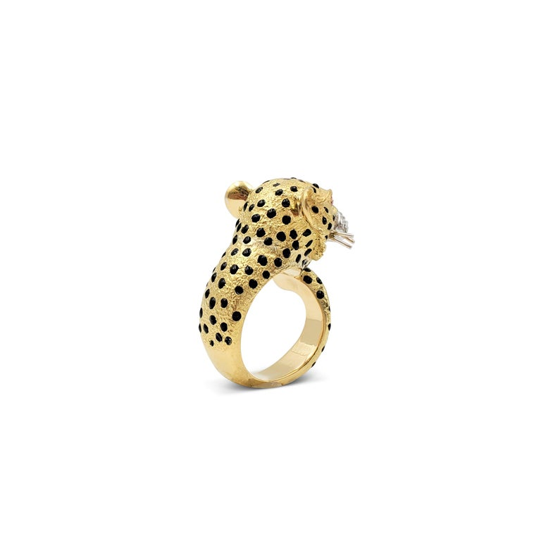 Men's Yellow Gold and Enamel Leopards Head Ring For Sale