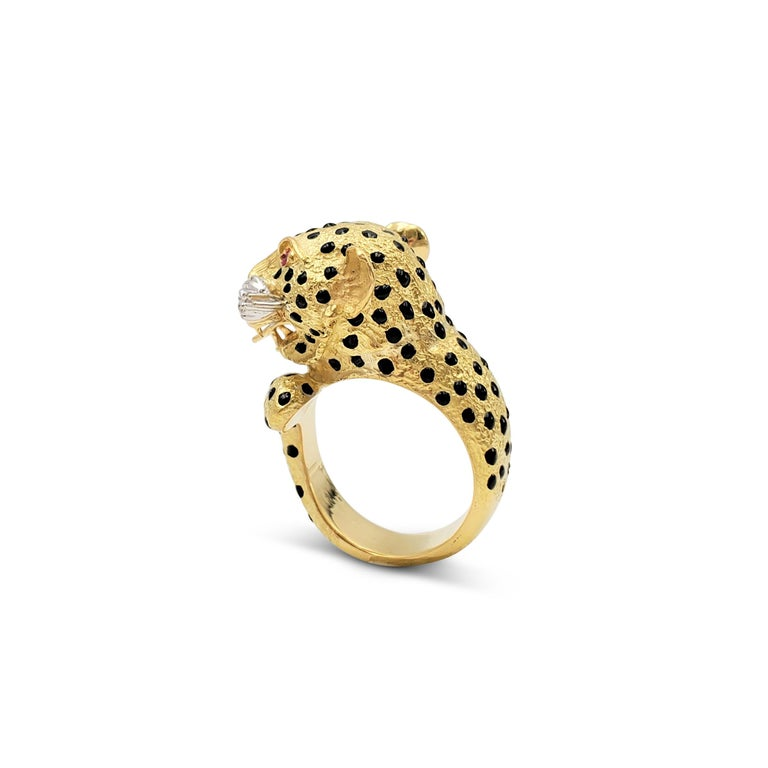 Yellow Gold and Enamel Leopards Head Ring For Sale 1