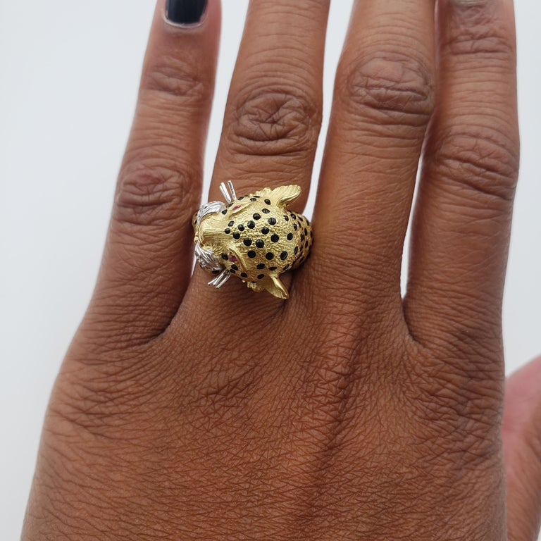 Yellow Gold and Enamel Leopards Head Ring For Sale 2