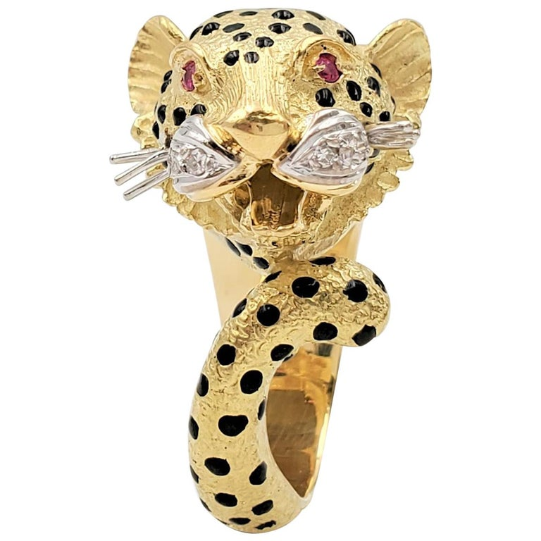 Yellow Gold and Enamel Leopards Head Ring For Sale