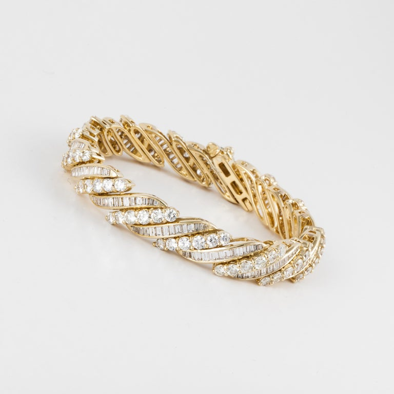 Yellow Gold Baguette Diamond Bracelet In Good Condition For Sale In Houston, TX