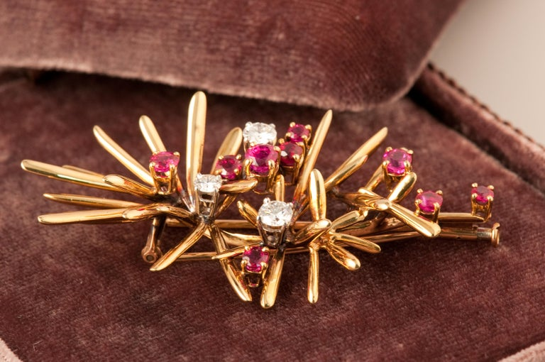 Floral Brooche in Yellow Gold 18 ct with diamonds 0,70 ct and Ruby