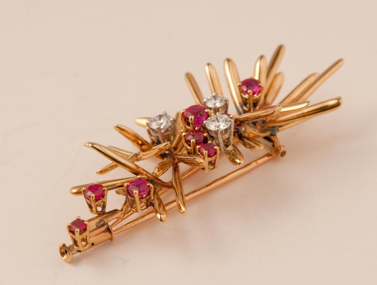 Women's or Men's Yellow Gold Brooche For Sale
