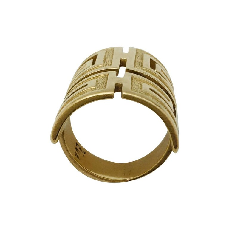 A collectable yellow gold Cartier ring, enhanced with a meander engraved motif. Typical 1970's pattern. Cartier designers didn't really developed the very stylish 1970's design. This is a typical exemple. Ring size 5