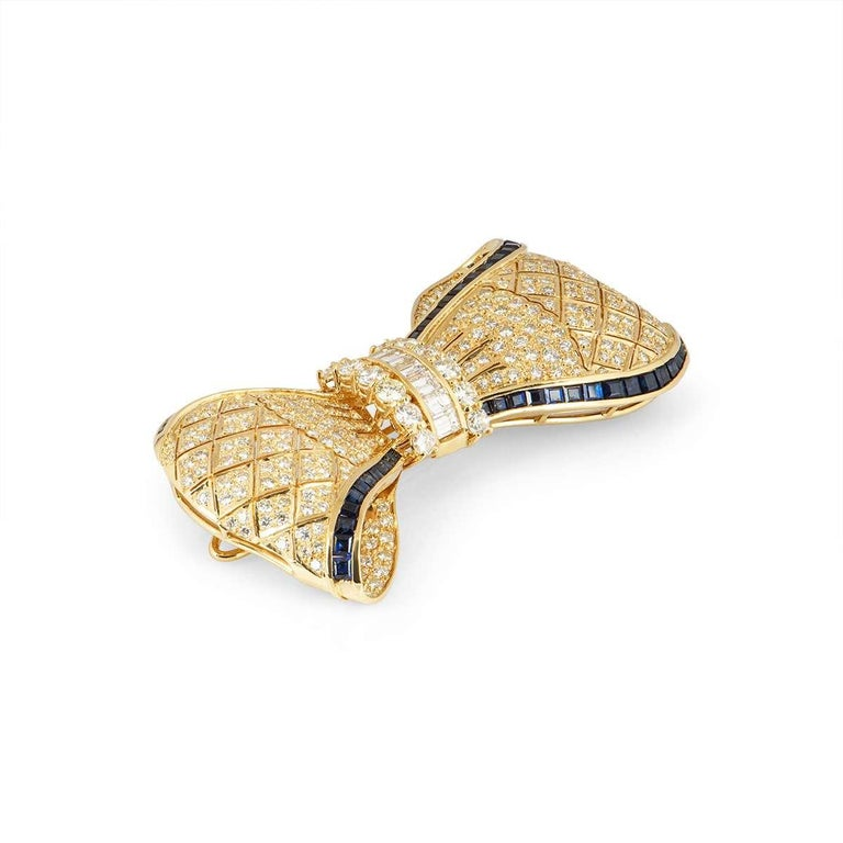 Round Cut Yellow Gold Diamond and Sapphire Bow Brooch 7.62 carats For Sale