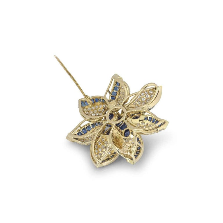 Yellow Gold Diamond and Sapphire Flower Brooch In Excellent Condition For Sale In London, GB