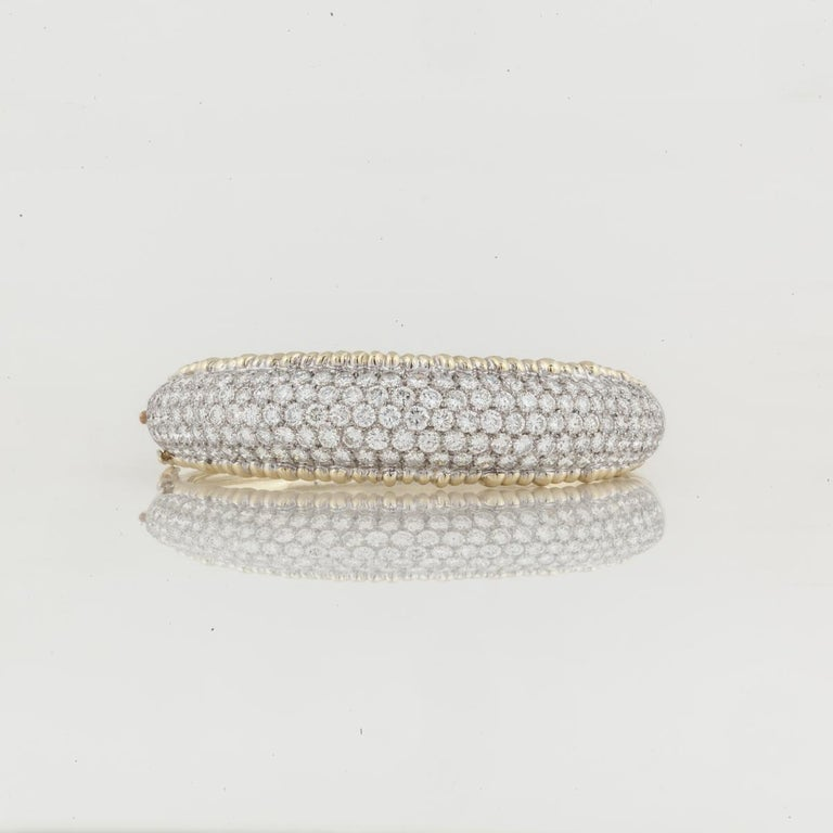 Round Cut Yellow Gold Diamond Bangle Bracelet For Sale