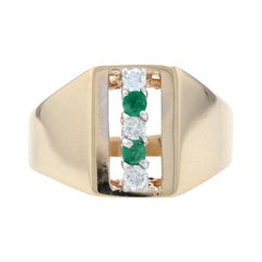 Yellow Gold Diamond & Emerald Ring, 14k Round Brilliant Cut .20ctw