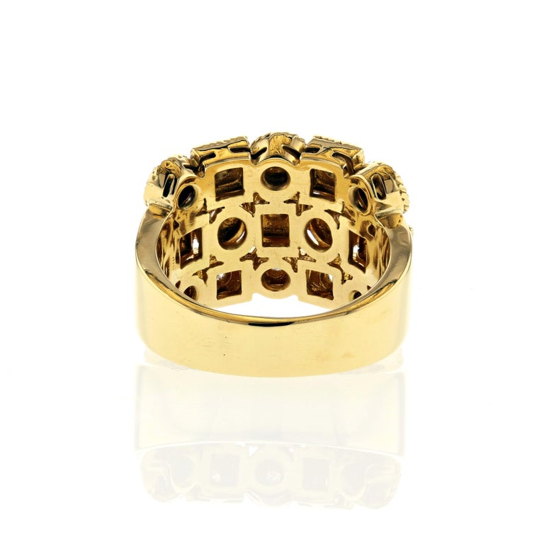 Yellow Gold Diamond Ring with Circles and Squares In Good Condition For Sale In Houston, TX