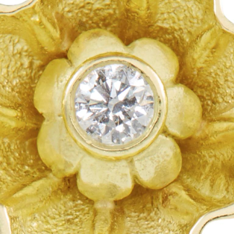 18 Carat Yellow Gold Diamond Stud Earrings In New Condition For Sale In London, GB