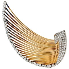 Yellow Gold Diamond Wire Brooch from 1940s 3.00 Carat