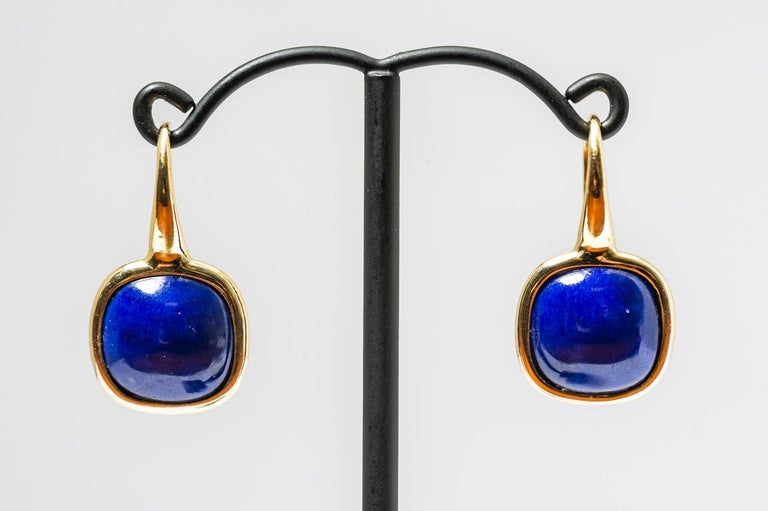 Yellow Gold Drop Earrings Lapis-Lazuli Cabochon. Earring very easy to put on and live all day without thinking about it . the small gold sequins in the lapis the azimuth are natural light ,i particularly like this model of earrings ,easy and modern.
