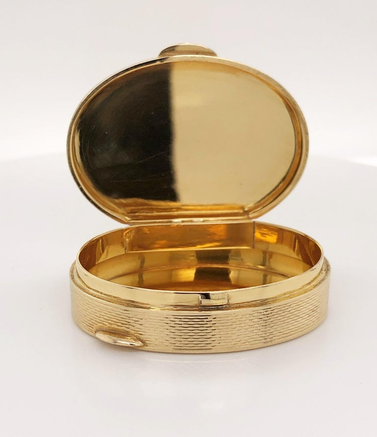 French Oval 18 Karat Yellow Gold Pill Box In Excellent Condition For Sale In Mount Kisco, NY