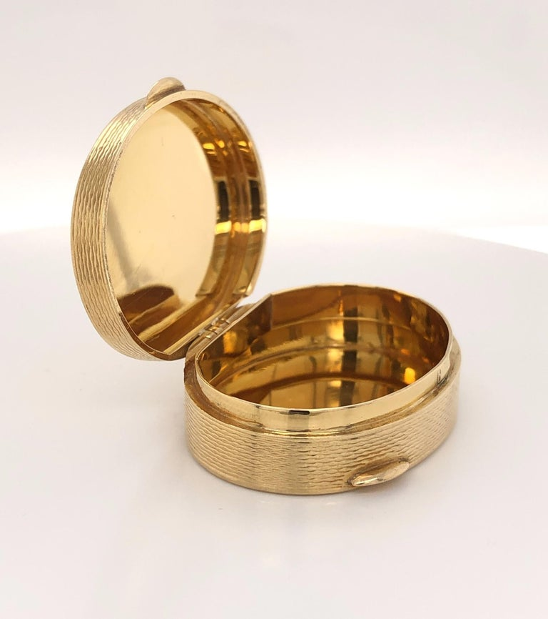 Women's or Men's French Oval 18 Karat Yellow Gold Pill Box For Sale