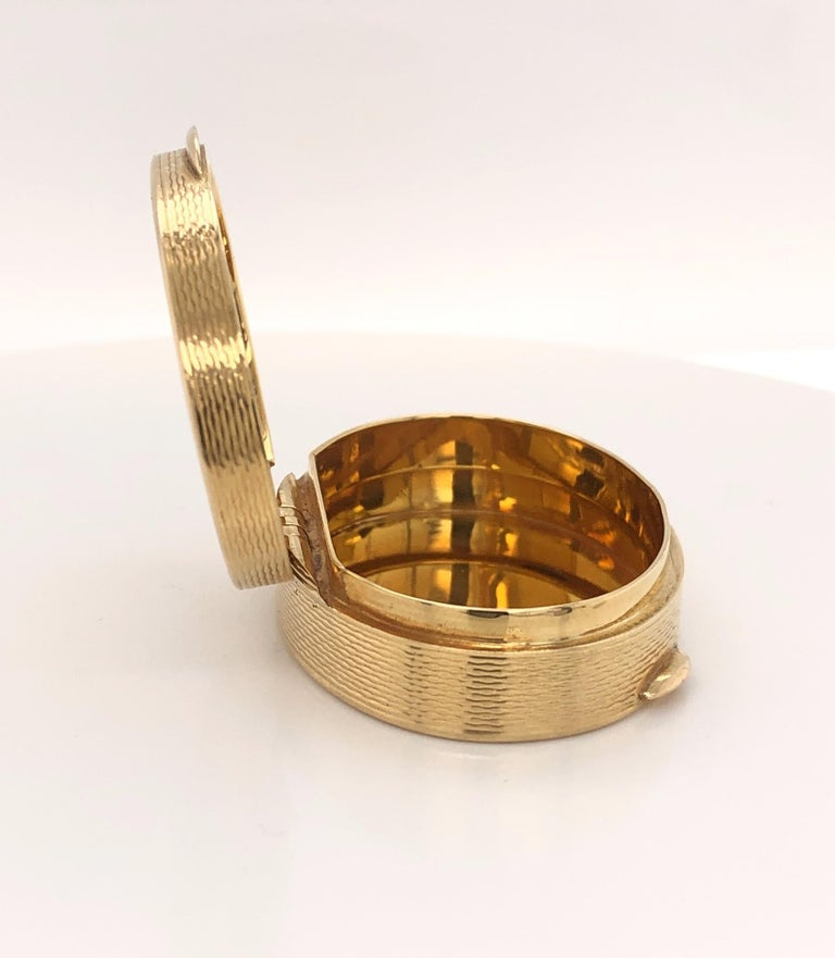 French Oval 18 Karat Yellow Gold Pill Box For Sale 1