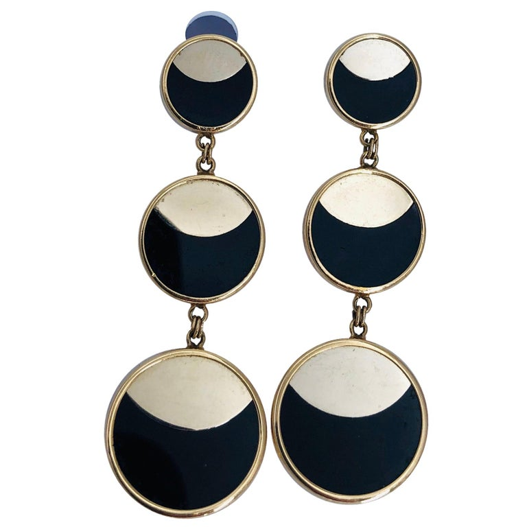 Yellow Gold Hanging Earrings with Onyx and Modern Design For Sale
