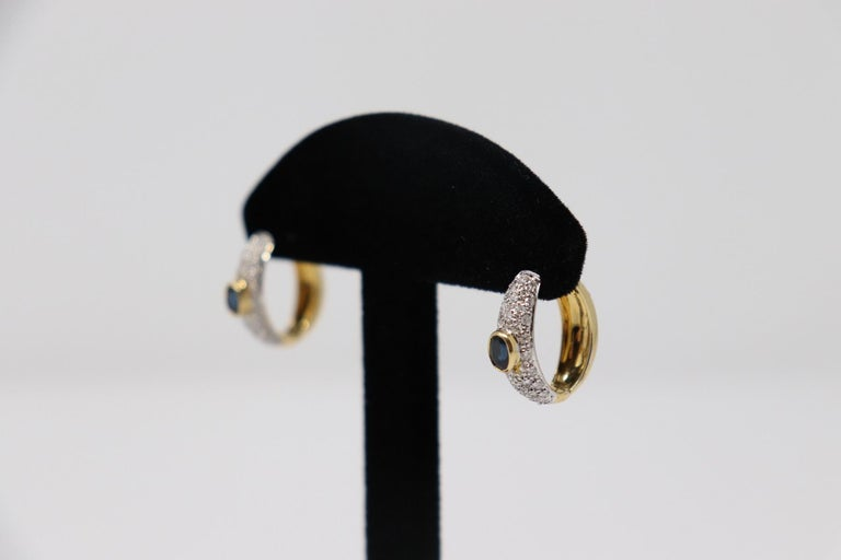 Yellow Gold Hoop Earrings with Brilliant Cut Diamonds and Blue Sapphire In New Condition For Sale In Bosco Marengo, IT