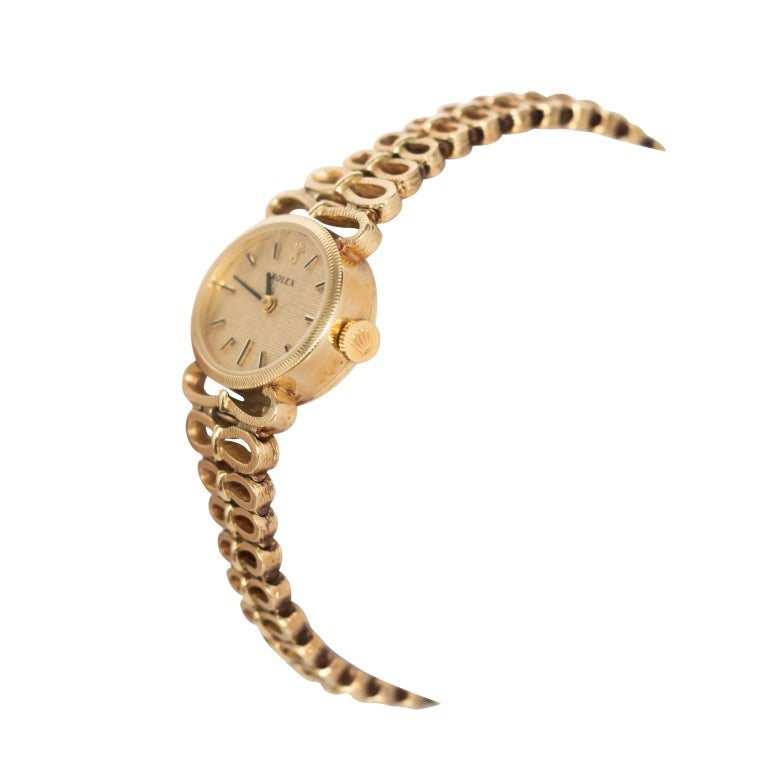 Item Details:  Length: 6.95 inches  Metal Type: 14 karat Yellow Gold  Weight: 36.8 grams Movement: Manual Wind   Finger to Top of Stone Measurement: 6.53mm