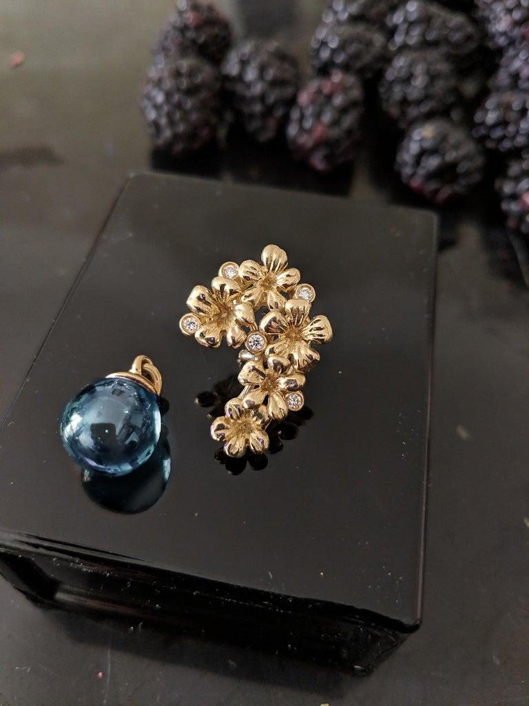 Round Cut Yellow Gold Modern Blossom Transformer Pendant Necklace, 0.15 Carat Diamonds For Sale