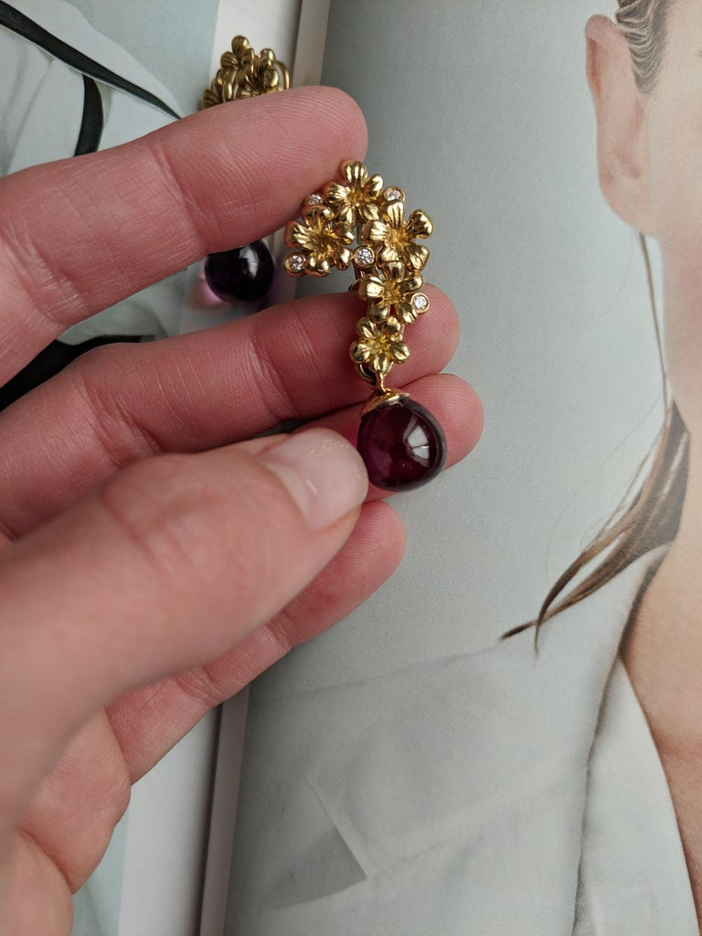 Women's or Men's Yellow Gold Modern Blossom Transformer Pendant Necklace, 0.15 Carat Diamonds For Sale