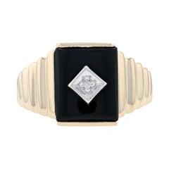 Yellow Gold Onyx & Diamond Men's Ring, 10k Round Brilliant Cut Ribbed Milgrain