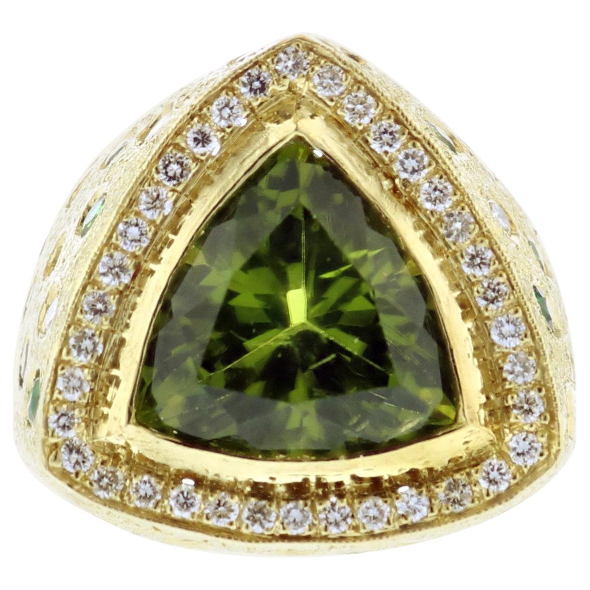 18K Yellow Gold Peridot Diamond Emerald Ring