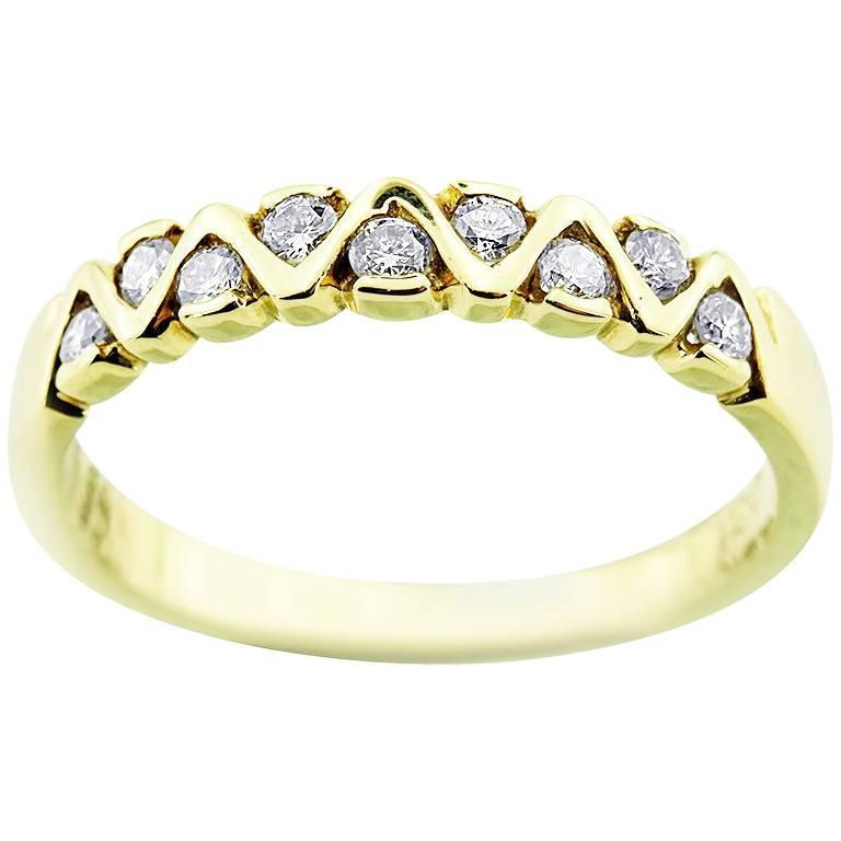 Modern Yellow Gold Petit with Brilliant Cut Diamonds Ring For Sale