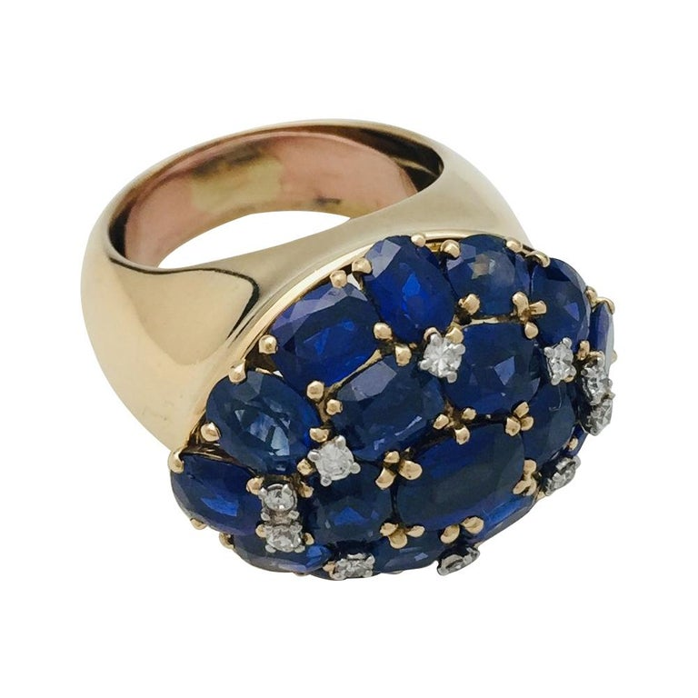 Oval Cut Yellow Gold Ring, Sapphires and Diamonds For Sale