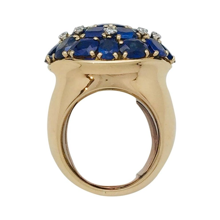 Yellow Gold Ring, Sapphires and Diamonds In Good Condition For Sale In Paris, IDF