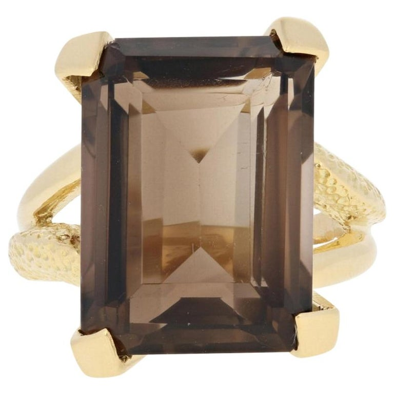 Yellow Gold Smoky Quartz Ring, 18k Rectangle Cut 19.70 Carat Cocktail Solitaire For Sale