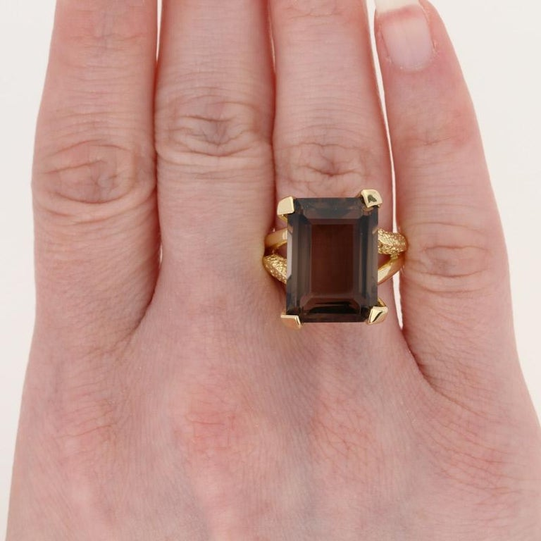 Yellow Gold Smoky Quartz Ring, 18k Rectangle Cut 19.70 Carat Cocktail Solitaire In Excellent Condition For Sale In Greensboro, NC