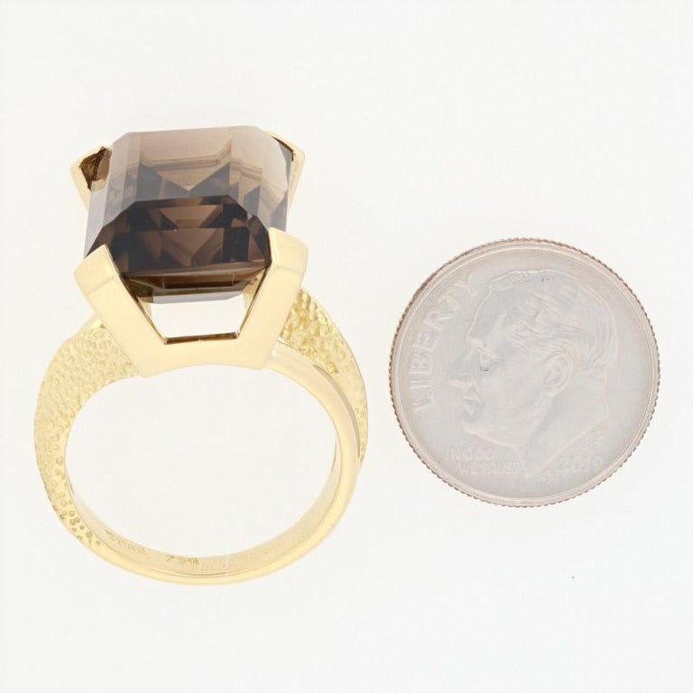 Yellow Gold Smoky Quartz Ring, 18k Rectangle Cut 19.70 Carat Cocktail Solitaire For Sale 2