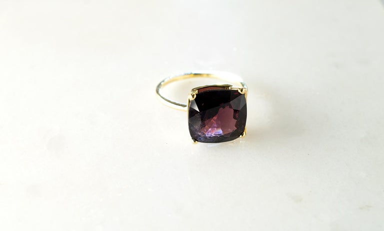 Yellow Gold Tea Contemporary Ring with Natural Red GIL Cert 5.38 Carat Spinel For Sale 4