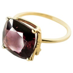 Yellow Gold Tea Contemporary Ring with Natural Red GIL Cert 5.38 Carat Spinel