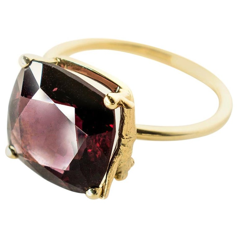 Yellow Gold Tea Contemporary Ring with Natural Red GIL Cert 5.38 Carat Spinel For Sale