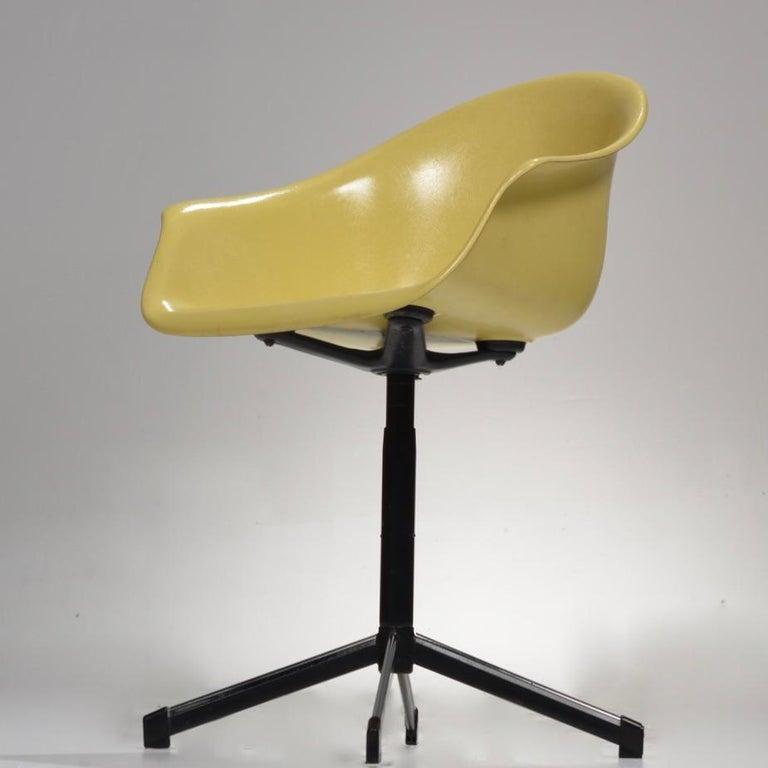 Yellow Molded Fiberglass Swivel Shell Chair For Sale 5