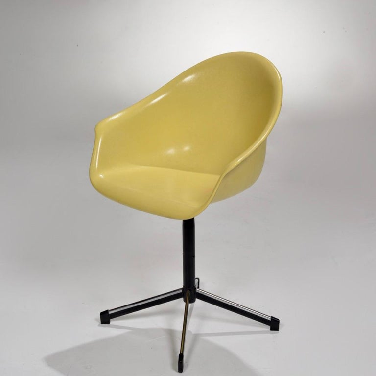 Mid-20th Century Yellow Molded Fiberglass Swivel Shell Chair For Sale