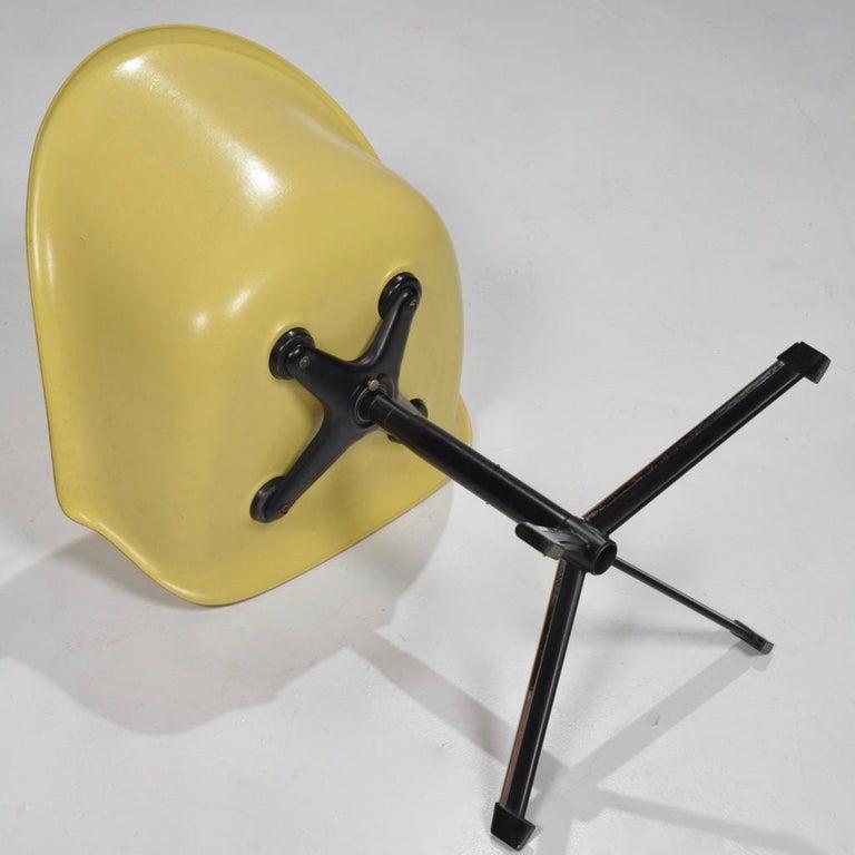 Metal Yellow Molded Fiberglass Swivel Shell Chair For Sale