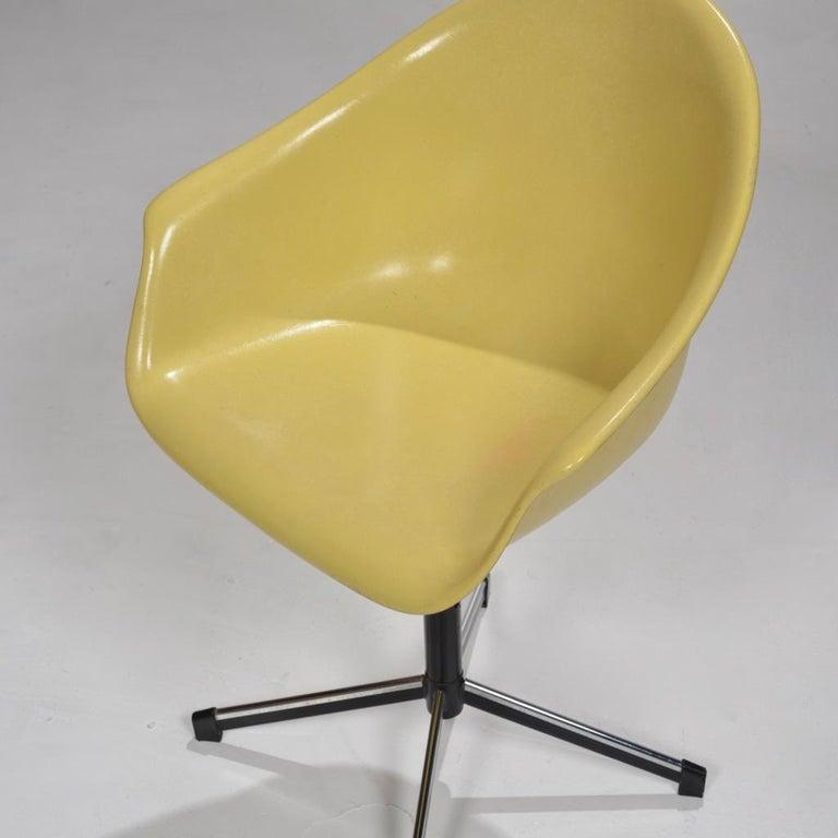 Yellow Molded Fiberglass Swivel Shell Chair For Sale 2