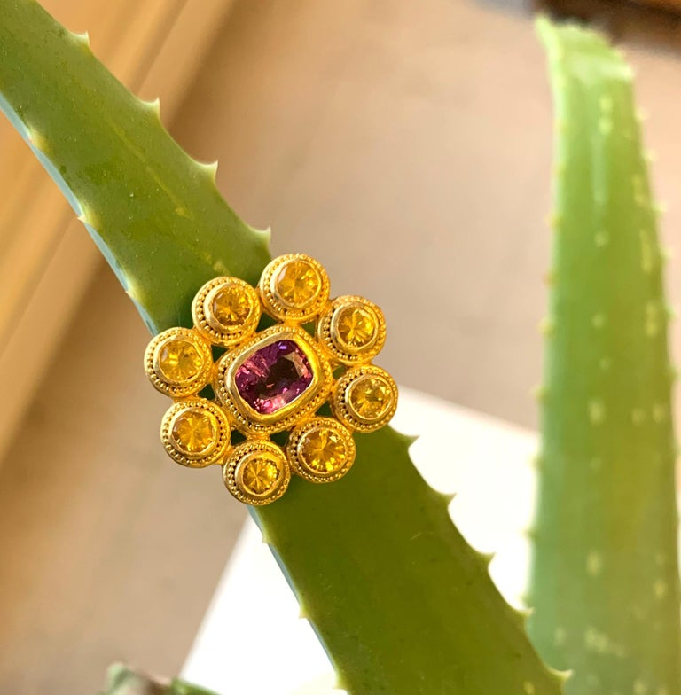 Yellow and Pink Sapphire Cocktail Ring 4 Carat in 22 Karat Gold In New Condition For Sale In New York, NY