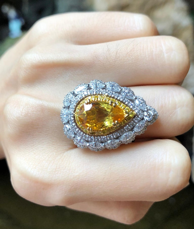 Yellow Sapphire with Diamond and Yellow Diamond Ring Set in 18 Karat White Gold In New Condition For Sale In Bangkok, TH
