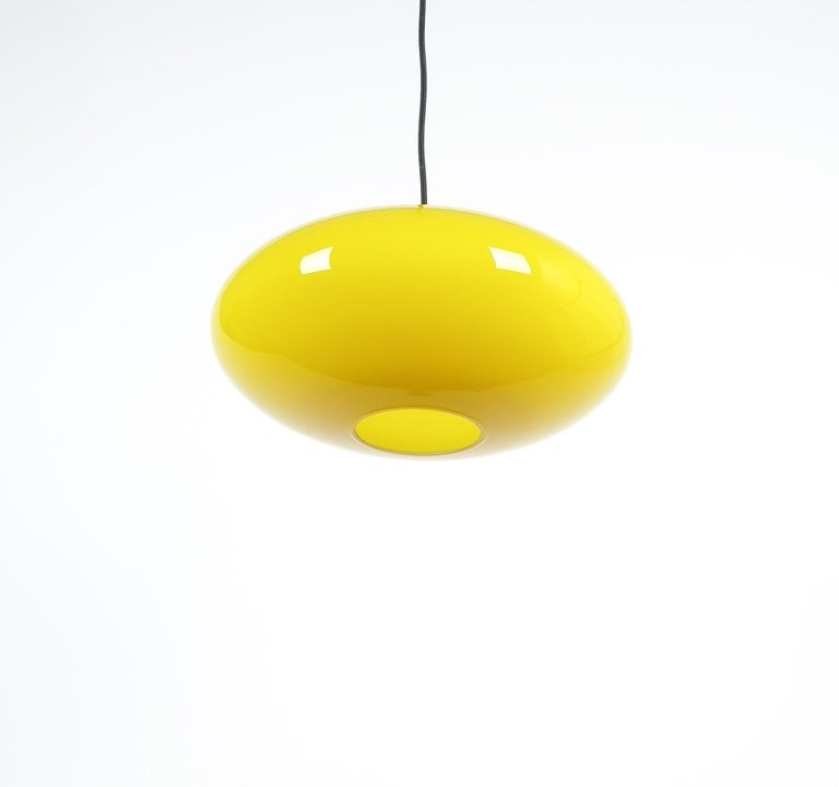 Yellow Stilnovo Glass Ball Pendant Lamp, Midcentury Italy In Good Condition For Sale In Vienna, AT