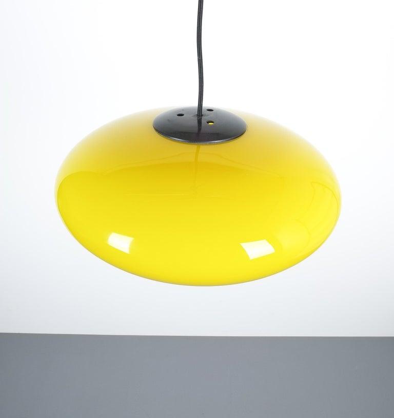 Mid-20th Century Yellow Stilnovo Glass Ball Pendant Lamp, Midcentury Italy For Sale
